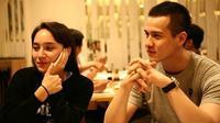 Tatjana Saphira dan Herjunot Ali, pasangan kekasih yang jarang memamerkan kemesraannya di depan umum. Melihat foto-foto di akun Instagramnya, mereka pun jarang mengunggah foto kebersamaannya. (Instagram/herjunot7ali)
