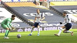 Setelah itu, Bale terlibat lagi dalam terciptanya gol kedua tuan rumah. Pada menit ke-15, Bale memberikan umpan matang kepada Harry Kane yang bisa dikonversikan menjadi gol. (Foto: AP/Pool/Daniel Leal Olivas)