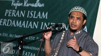 """Ust. Ali Imron mantan terpidana Bom Bali 2002 memberikan pemaparan saat kajian """"Peran Islam untuk Perdamaian Indonesia, Jakarta, Selasa (28/6). (Liputan6.com/Helmi Afandi)"""