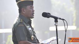 Citizen6, Cilangkap: Upacara berlangsung dengan tertib dan khitmat, baik prajurit TNI maupun PNS TNI yang bertugas di lingkungan Mabes TNI Cilangkap mengikuti jalannya upacara bendera dengan penuh semangat. (Pengirim: Badarudin Bakri)
