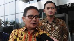 Wali Kota Gorontalo Marthen Taha (kiri) dan Wakil Wali Kota Gorontalo Ryan Kono (kanan) memberikan keterangan kepada awak media usai menyerahkan Laporan Harta Kekayaan Penyelenggara Negara (LHKPN) di Gedung KPK, Jakarta, Senin (01/07/2019). (merdeka.com/Dwi Narwoko)