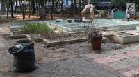 Kondisi Taman Puring yang berada di kawasan Jakarta Selatan, Minggu (15/9/2019). Nampak kondisi taman memprihatinkan, sejumlah bagian taman terlihat rusak dan kotor. (Liputan6.com/Helmi Fithriansyah)