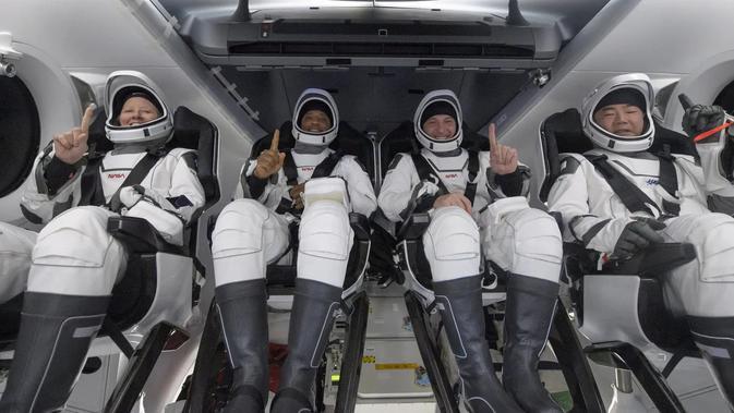 Empat astronaut berhasil dipulangkan dari ISS menggunakan kapsul Crew Dragon milik NASA (Foto: Bill Ingalls/NASA via Getty Images).