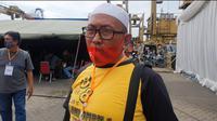 Syarif Rafiq (49) datang ke Posko JICT II, Pelabuhan Tanjung Priok, Jakarta Utara untuk mencari istrinya yang menumpang Sriwijaya Air SJ 182. (Merdeka.com/Bachtiarudin Alam)