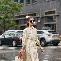 Simak deretan inspirasi menggunakan rok pleats yang mampu menjadikan tampilan terlihat lebih stylish.  (Foto: Instagram/ thestylestalker)
