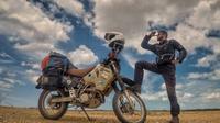 Seorang mantan tentanra berkendara naik sepeda motor sejauh 49.889 km atau hampir 4 kali diameter bumi. Alasannya? Karena putus dari pacar.