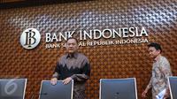 Gubernur Bank Indonesia (BI) Agus Martowardojo saat akan memberikan keterangan pers di Jakarta,(19\8). Hasil Rapat Dewan Gubernur BI mencatat triwulan II 2016  mempertahankan 7 days Repo Rate sebesar 5,25 persen. (Liputan6.com/Angga Yuniar)