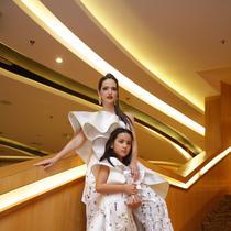 Nia Ramadhani dan putrinya, Mikhayla. (Nurwahyunan/Fimela.com)
