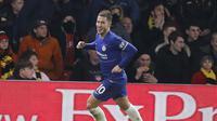 Selebrasi gol Eden Hazard usai mencetak gol kedua pada menit ke-58 lewat tendangan penalti pada laga lanjutan Premier League yang berlangsung di Stadion Vicarage Road, Watford, Rabu (24/12). Pasukan Maurizio Sarri menang 2-1 atas Watford. (AFP/AP)