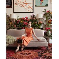 Membintangi iklan terbaru aksesori Kate Spade, Rachel Brosnahan berdandan mirip sang bibi (Foto: Frances Valentine)