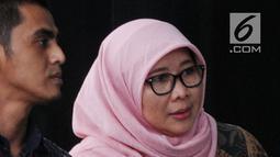 Direktur Jenderal Pemasyarakatan (Dirjen Pas) Sri Puguh Budi Utami (kerudung) tiba di Gedung KPK, Jakarta, untuk pemeriksaan, Jumat (24/8). Sri Puguh bakal dimintai keterangannya sebagai saksi untuk tersangka Fahmi Darmawansyah. (Merdeka.com/Dwi Narwoko)