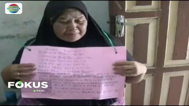 Seorang wanita paruh baya di Bogor, rela menjual ginjalnya dengan menawarkan kepada orang-orang di pinggir jalan demi kesembuhan sang suami yang menderita komplikasi.