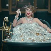Padu padan pakaian ala Taylor Swift untuk daily wear kamu. (instyle.com)