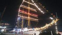 Kapal Dewaruci tampak turut meramaikan momen saat Asian Games 2018 dibuka (Liputan6.com/Nefri Inge)