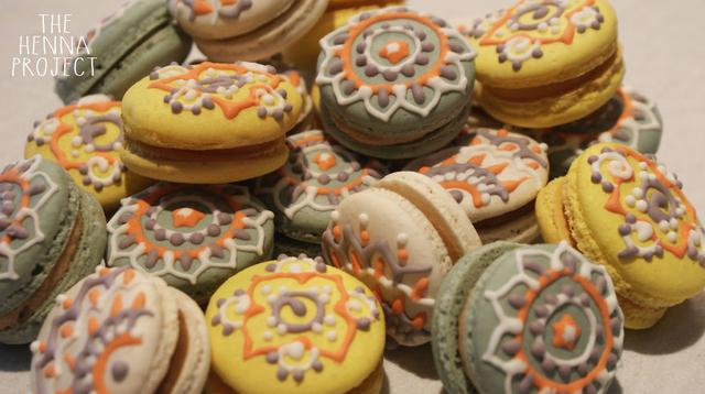 Pola henna di atas macaron. (Sumber: Boredpanda)