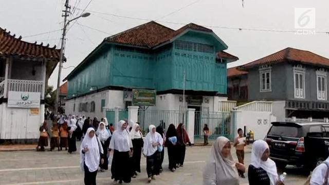 Kampung Al Munawwar merupakan Kampung pemukiman Arab pertama di Palembang, terletak di tepian Sungai Musi. Situs sejarah islam yang berusia lebih dari 600 tahun.
