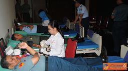 Citizen6, Cilangkap: Donor Darah diikuti oleh sekitar 500 personel meliputi  Pati, Pamen, Pama, Bintara dan Tamtama TNI serta PNS dari ketiga angkatan. (Pengirim: Badarudin Bakri)