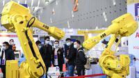 Lengan robotik dipamerkan dalam Pameran Robot Pintar Internasional China (Foshan) 2020 di Foshan, Provinsi Guangdong, China, 3 Desember 2020. Produsen robot papan atas dari dalam dan luar negeri memamerkan produk, teknologi, dan solusi terbaru mereka selama gelaran tersebut. (Xinhua/Deng Hua)