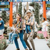 Liburan keluarga Ryan Delon dan Sharena ke Singapura (Sumber: Instagram/tail_wagging)