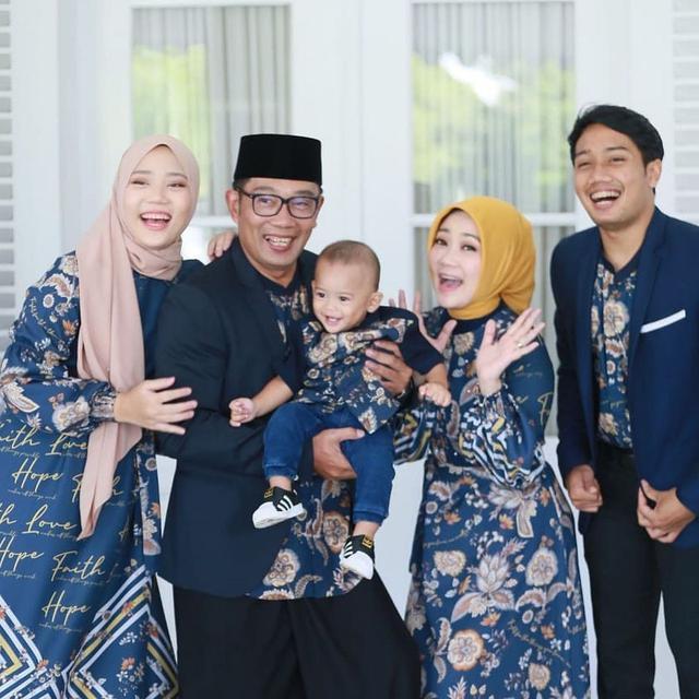 Keluarga Ridwan Kamil. (Instagram/ ridwankamil - https://www.instagram.com/p/COza5J-HBuR/)