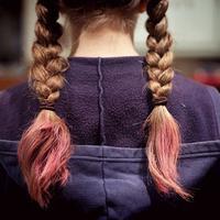 Ilustrasi rambut diwarnai | unsplash.com/@esdesignisms