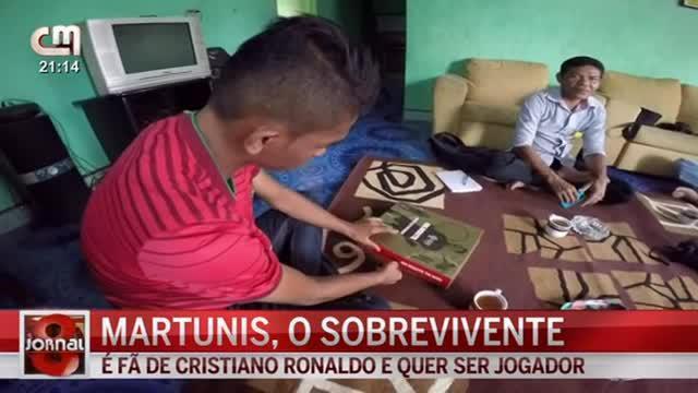 Dokumenter singkat dari Jornal 8 tentang Martunis remaja Aceh yang selamat dari Tsunami dan tak pernah lepas dari sepak bola.
