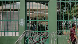 Coret-coretan (vandalisme) menghiasi tembok di sekitar Gedung DPR/MPR RI, Jakarta, Selasa (24/9/2019). Demonstrasi mahasiswa dari berbagai kampus yang menolak pengesahan RUU Kitab Undang-Undang Hukum Pidana(KUHP) tercoreng oleh aksi vandalisme. (Liputan6.com/Faizal Fanani)
