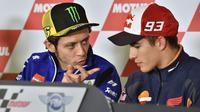Marc Marquez dan Valentino Rossi (KAZUHIRO NOGI / AFP)