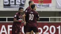 Pemain PSM Makassar merayakan gol yang dicetak oleh Eero Markkanen ke gawang Kaya FC-Iloilo pada laga AFC Cup 2019 di Stadion Pakansari, Bogor, Selasa (2/4). Kedua tim bermain imbang 1-1. (Bola.com/Yoppy Renato)