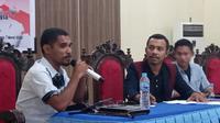 Dr. Hamzah Wulakada, S.P., M.Si, saat membawa materi dalam diskusi publik yang digelar Organisasi Pemuda NKRI. (Foto: LIputan6.com/Ola Keda)
