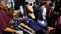 Korban ledakan bom di jalanan Afghanistan. (AFP)
