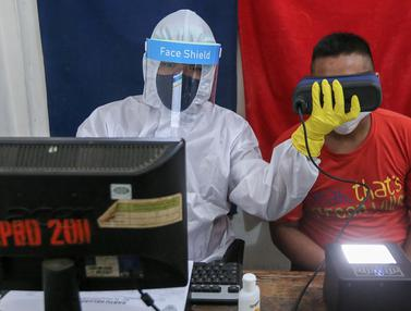 New Normal Petugas Dukcapil Kecamatan Pamulang Layani Warga Lengkap dengan APD