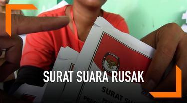 KPU Tegal masih menyortir dan melipat surat suara pemilu, ribuan surat suara ditemukan dalam kondisi rusak.