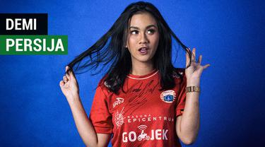 Berita video wawancara singkat Suroya, salah satu Jak Angel yang mengaku pernah putus hubungan dengan pacar demi menonton pertandingan Persija Jakarta.