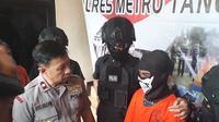SM, remaja 14 tahun yang masih duduk di bangku SMP, nekad membegal dua wanita di area dekat Tangcity Mall.
