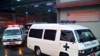 17 Ambulans menuju Pulau Nusakambangan jelang pelaksanaan eksekusi mati. (Liputan6.com/Aris Andrianto)