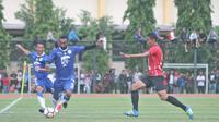 Persib Bandung belum mengambil keputusan soal nasib tiga pemain lokal yang dalam status seleksi, satu di antaranya Patrich Wanggai. (Bola.com/Ronald Seger Prabowo)