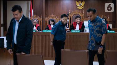 Terpidana kasus korupsi proyek e-KTP Andi Narogong, Setya Novanto dan Irvanto Hendra Pambudi Cahyo (kiri ke kanan) saat menjadi saksi dalam sidang lanjutan dugaan korupsi e-KTP dengan terdakwa Markus Nari di Pengadilan Tipikor, Jakarta, Rabu (2/10/2019). (Liputan6.com/Helmi Fithriansyah)