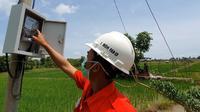 Petani di Desa Panincong, Kelurahan Marioriawa, Kabupaten Soppeng, Sulawesi Selatan dapat menghemat biaya operasional hingga 50 persen dengan adanya pasokan listrik dari PT PLN. Dok PLN