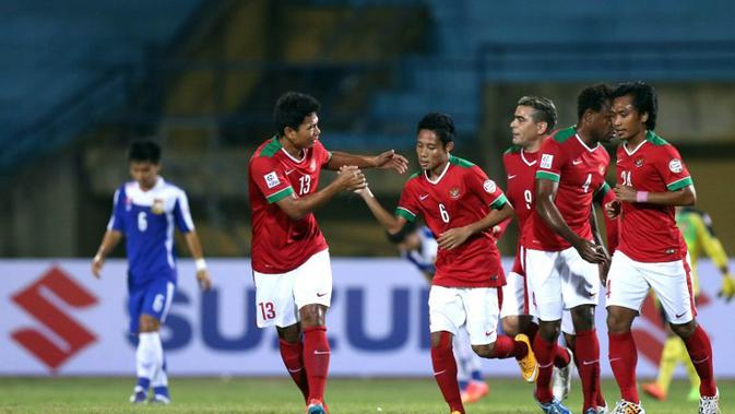 Evan Dimas dkk. merayakan gol ke gawang Laos pada penyisihan Grup A Piala AFF 2014. (AFP/STR)