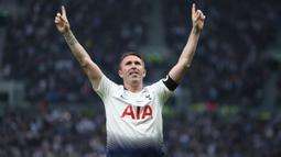 Robbie Keane. Striker yang berkarier selama 21 tahun ini total telah memperkuat 6 klub Premier League. Klub yang terlama dibelanya adalah Tottenham Hotspur selama 8 musim dan tampil dalam 305 laga dengan 122 gol. Bersama 6 klub ia tampil dalam 441 laga dengan 165 gol. (Foto: AFP/Daniel-Leal Olivas)