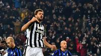 Striker Juventus Fernando Llorente merayakan gol ke gawang Atalanta (GIUSEPPE CACACE / AFP)