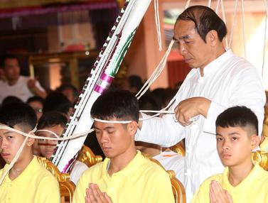 Selamat dari Gua, 12 Remaja Thailand Gelar Ritual Buang Sial