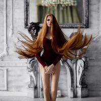 Beruntung, sejak bekerja dengan seorang pakar rambut dan kulit kepala, Anastasia Sidorova diberitahu rahasia agar rambutnya bersinar. Setelah melakukan perawatan tersebut, rambutnya mulai membaik. (instagram.com/sidorovaanastasiya)