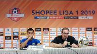 Pelatih Persib Bandung Robert Rene Alberts mengungkapkan hasil pertandingan timnya melawan Borneo FC. (Liputan6.com/Huyogo Simbolon)