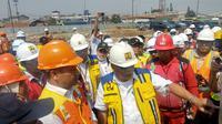 Menteri Pekerjaan Umum dan Perumahan Rakyat (PUPR) Basuki Hadimuljono mengisi waktu kerjanya dengan meninjau proyek Tol Cileunyi-Sumedang-Dawuan (Cisumdawu), Selasa (2/7/2019).