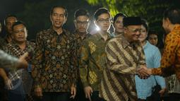 Keluarga Presiden Joko Widodo saat tiba di kediaman calon mempelai wanita, Selvi Ananda, Jawa Tengah, Selasa (9/6/2015). Jokowi bersama keluarga akan melakukan lamaran kepada keluarga Selvi Ananda. (Liputan6.com/Faizal Fanani)