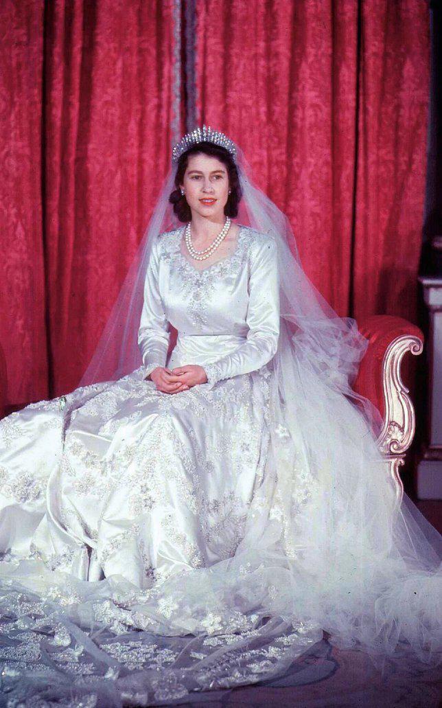Gaun pernikahan Ratu Elizabeth. Credit: via telegraph.co.uk