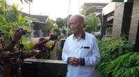 Mantan Ketua PP Muhammadiyah Ahmad Syafii Maarif bercerita kepada wartawan pasca keluar dari rumah sakit (Liputan6.com/ Switzy Sabandar)