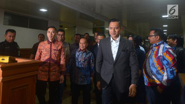 Usai Jenguk SBY, Prabowo Diantar AHY dan Ibas